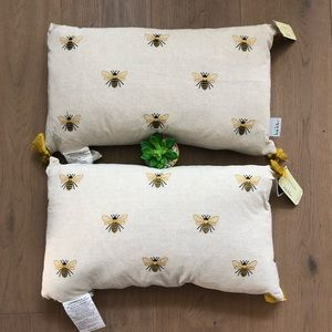 Nicole Miller 🐝 Bee Throw Accent Pillows